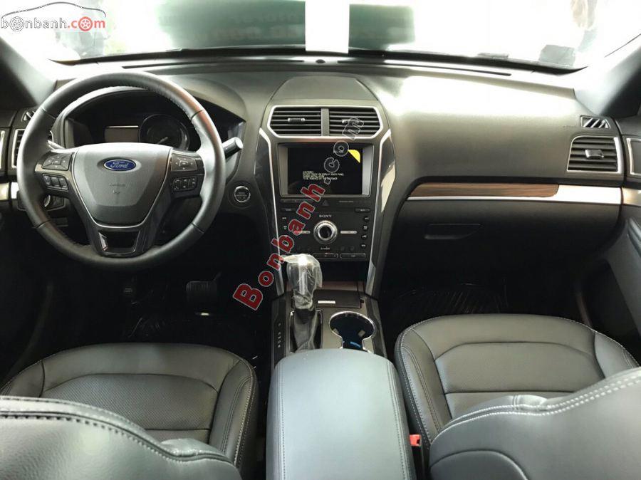Cabin lái trên Ford Explorer