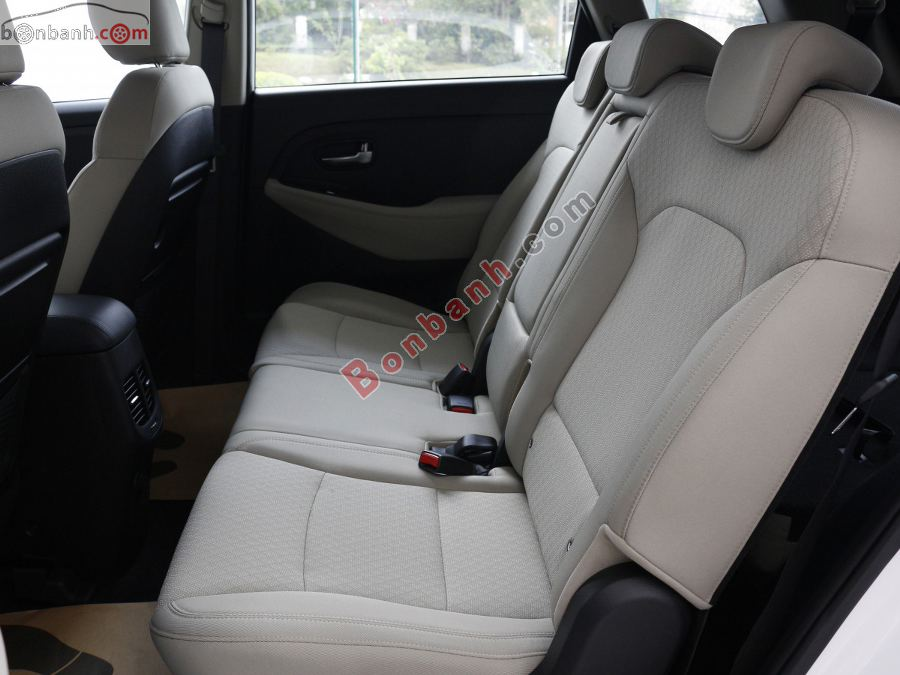 Hàng ghế sau Kia Rondo 2020
