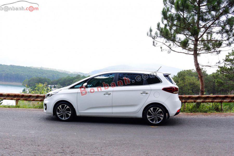 Thân xe Kia Rondo 2020