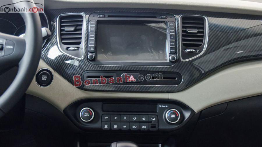 Tiện nghi trên xe Kia Rondo 2020