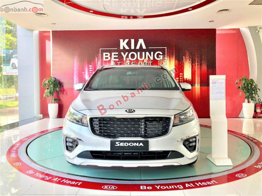 Phần đầu xe Kia Sedona 2020
