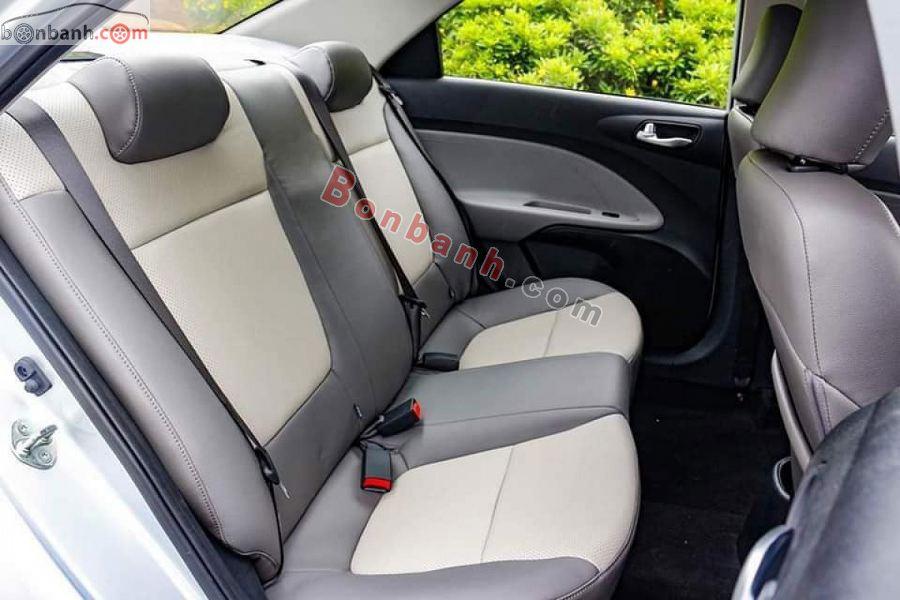 Hàng ghế sau của Kia Soluto 2020