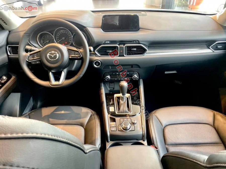 Khoang lái Mazda CX-5 2020