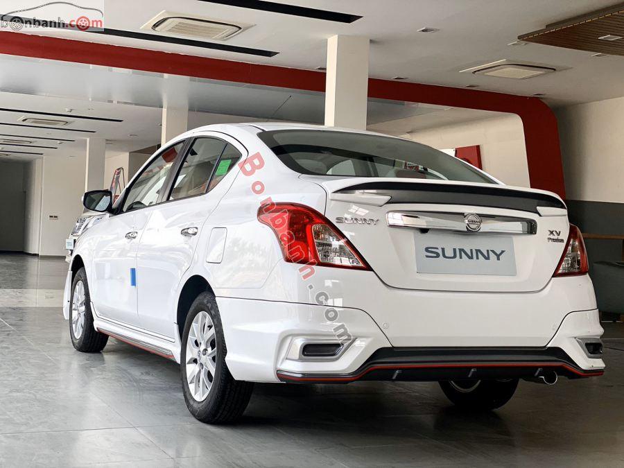 Phía sau đuôi xe Nissan Sunny 2020