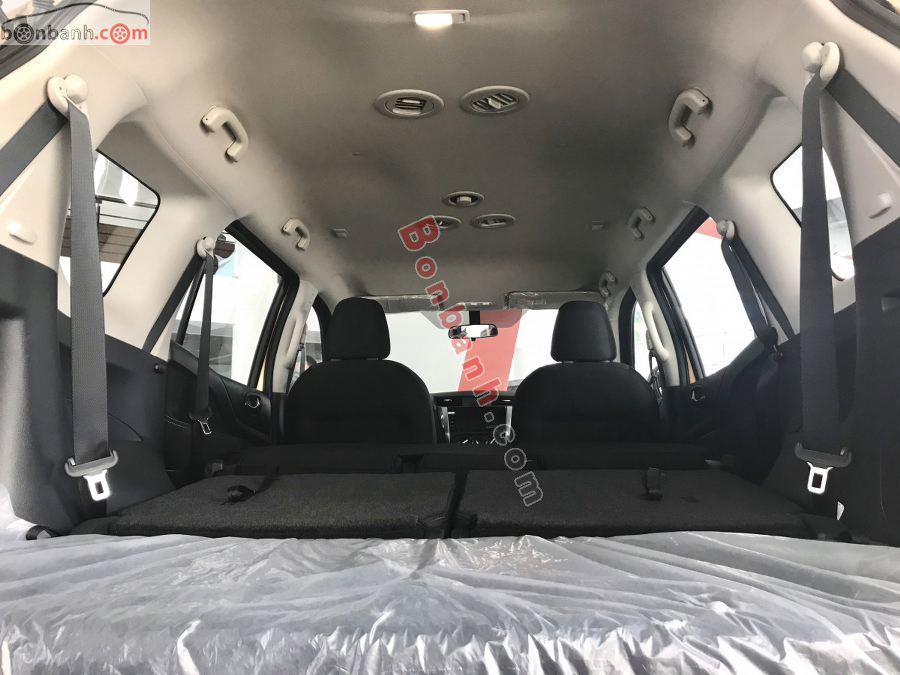 Khoang hành lý Nissan Terra 2020