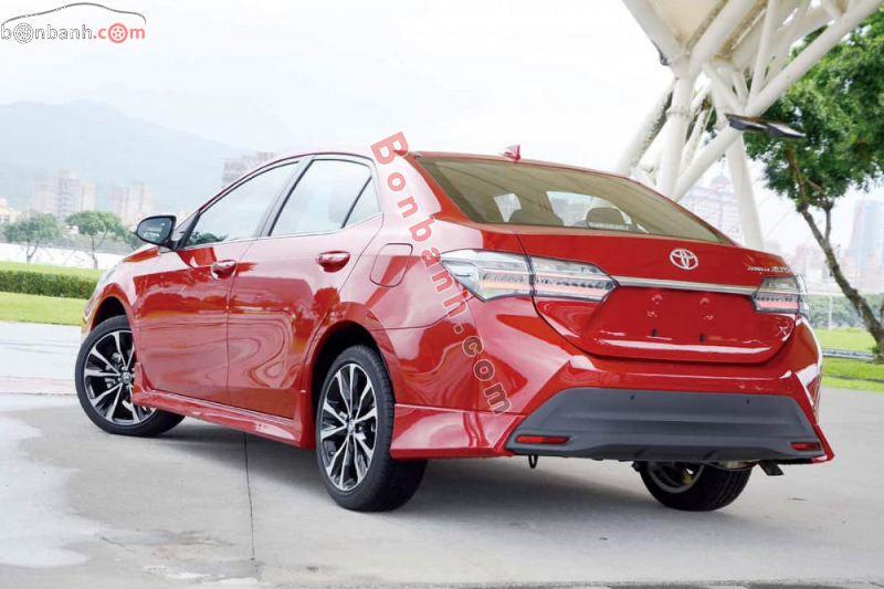 Đuôi xe Toyota Altis 2021 góc cạnh khỏe khoắn