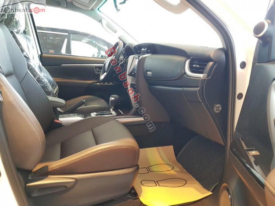 Hàng ghế trước của Toyota Fortuner 2020