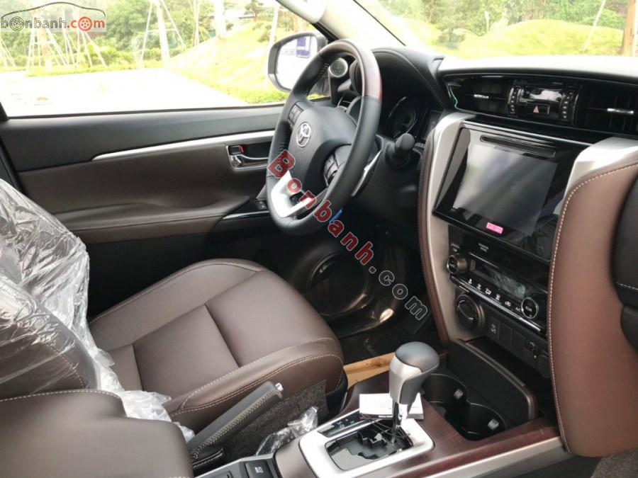 Tiện nghi trên Toyota Fortuner 2020