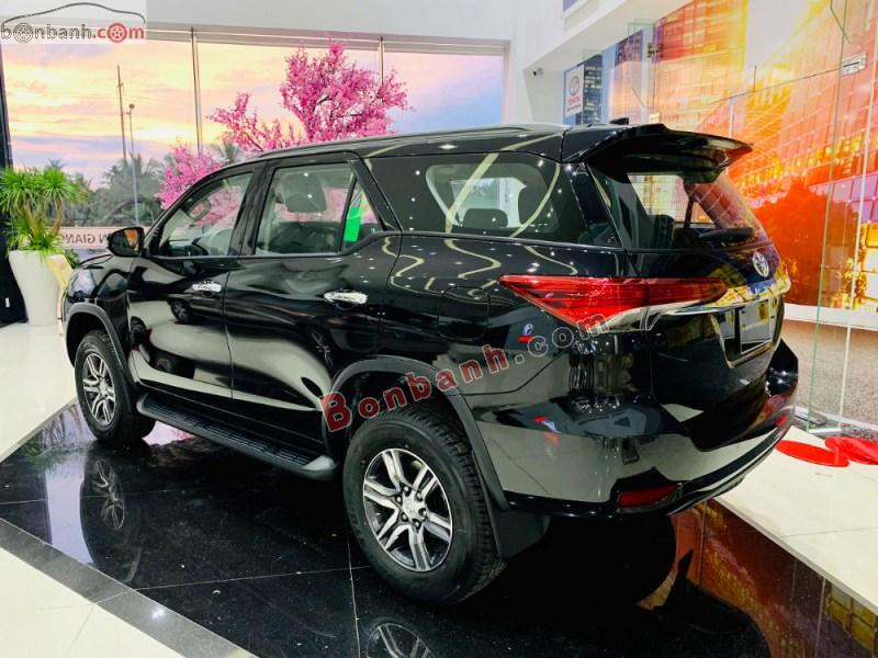 Thân và đuôi xe Toyota Fortuner 2021