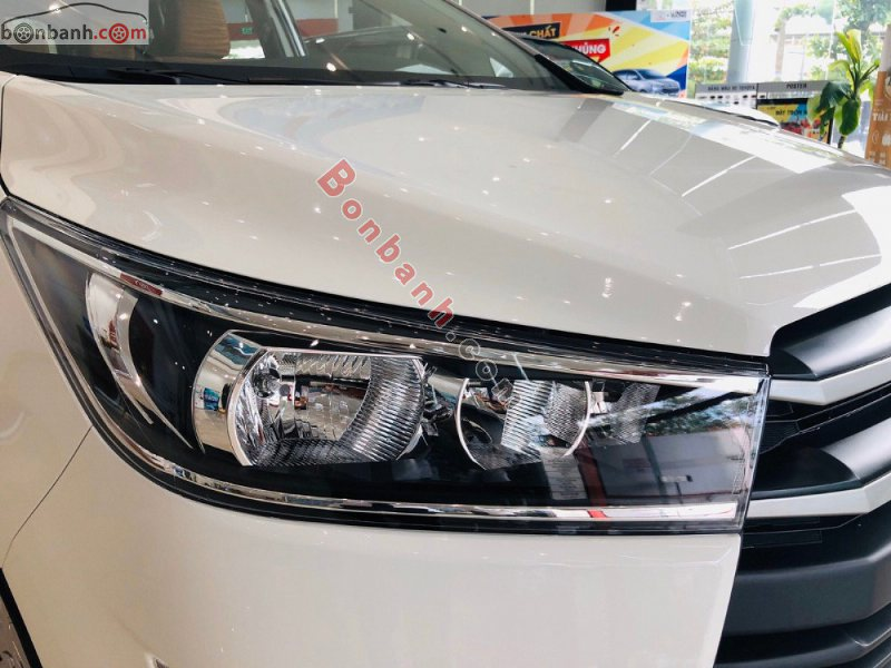 Đèn pha được nâng cấp trên Toyota Innova 2020