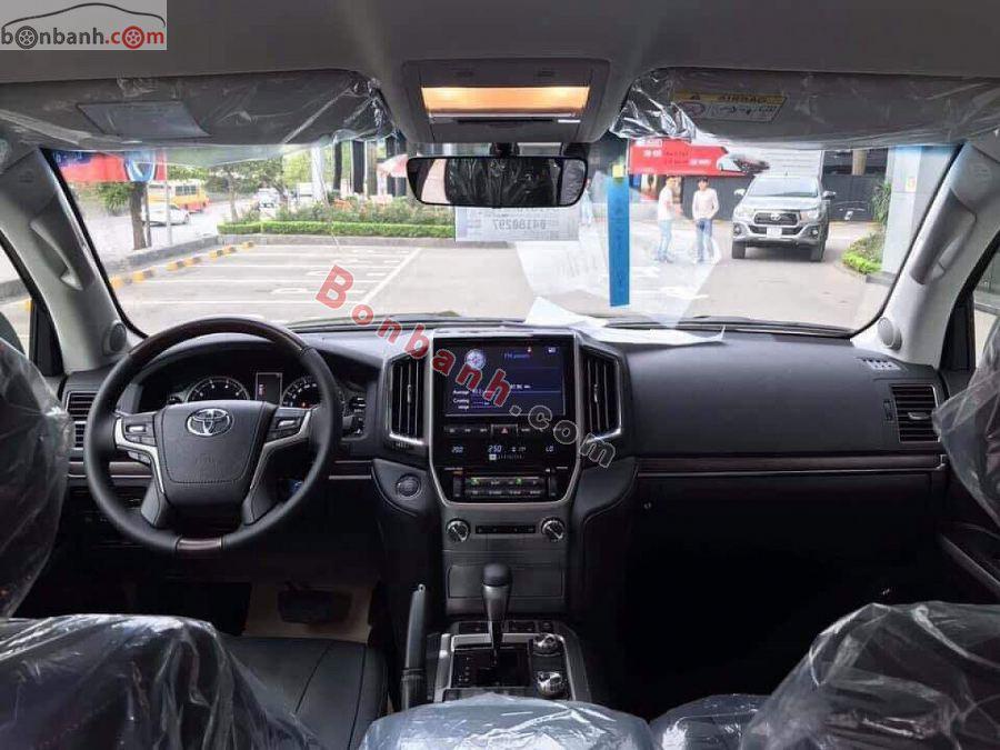 Cabin lái của Toyota Land Cruiser 2021