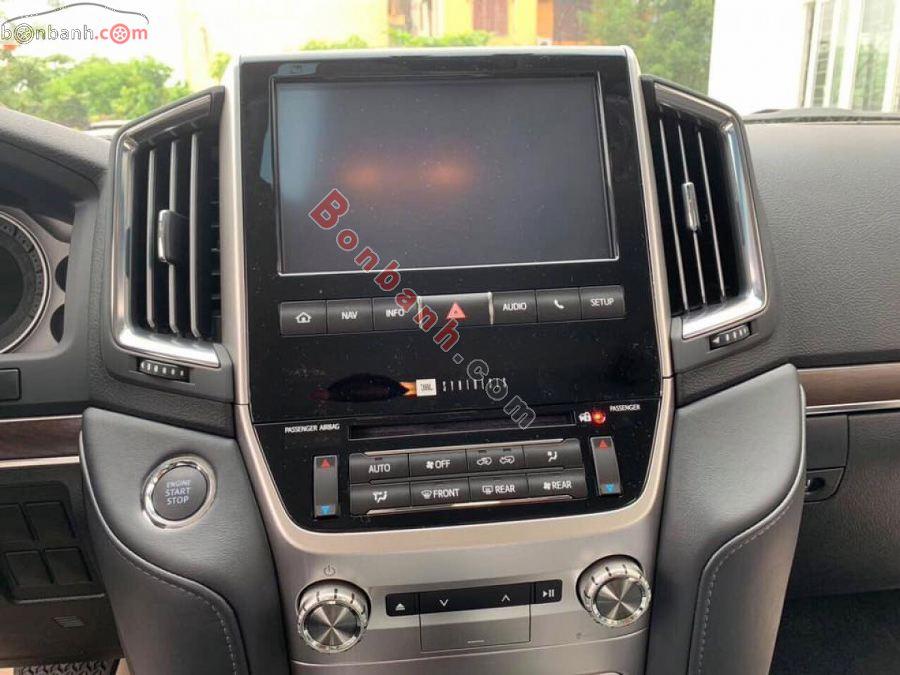 Tiện nghi trên Toyota Land Cruiser 2021