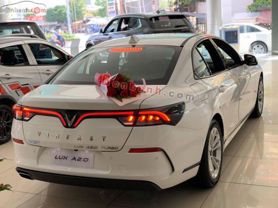 Đuôi xe Vinfast Lux A2.0 2020
