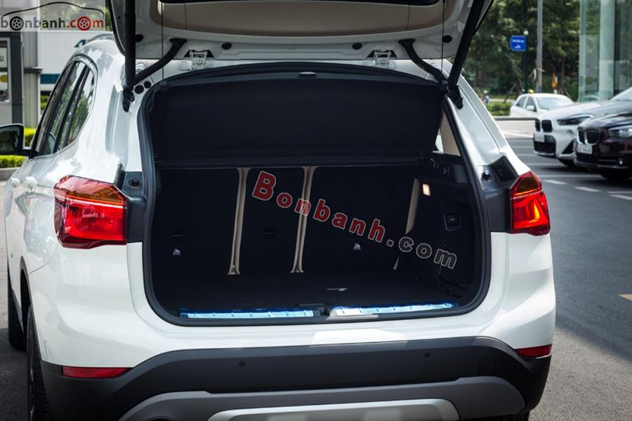 Cốp xe BMW X1 2020