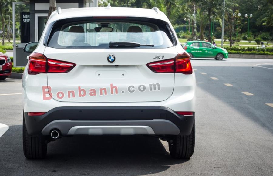 Đuôi xe BMW X1 2020