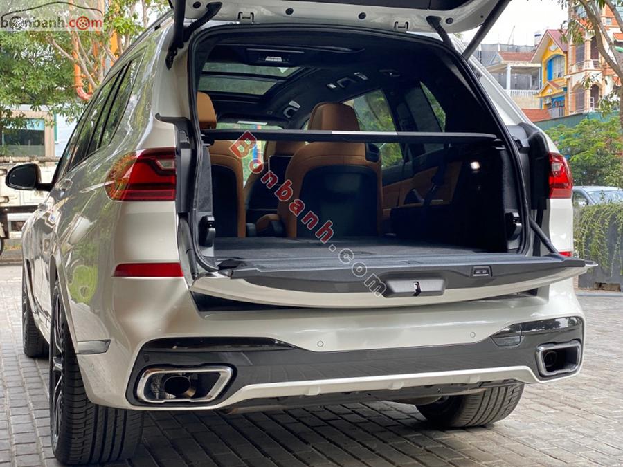 Cốp xe BMW X7 2020