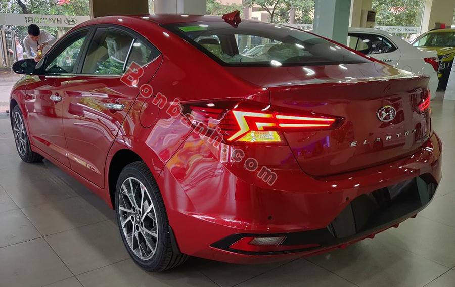 Đuôi xe Hyundai Elantra 2021