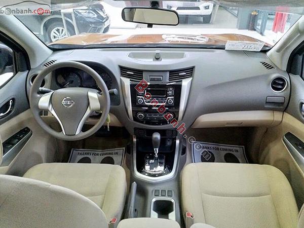 Khoang lái xe Nissan Navara 2020
