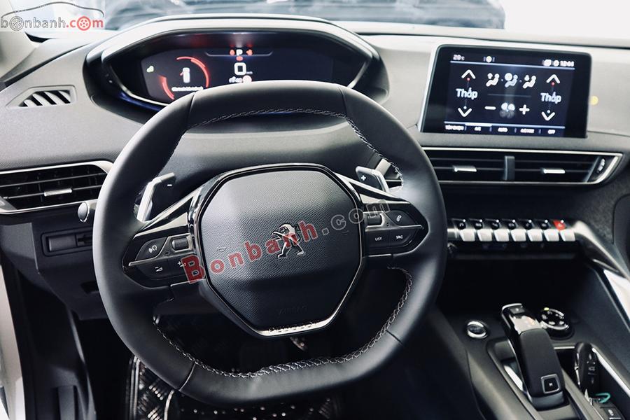 Nội thất xe Peugeot 5008 2020