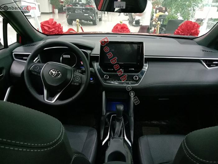 khoang lái xe Corolla Cross 2020