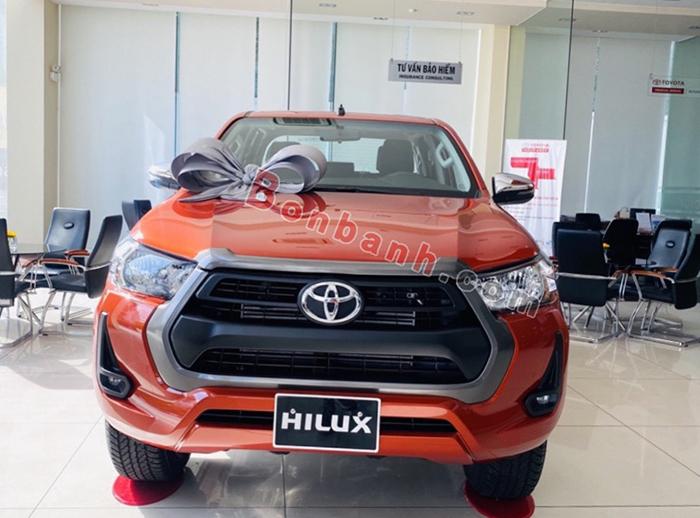 Đầu xe Toyota Hilux 2021
