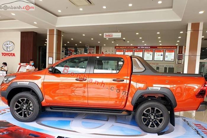 Thân xe Toyota Hilux 2021