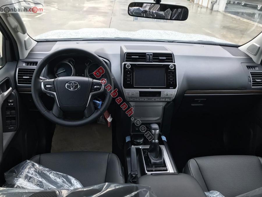 Khoang lái xe Toyota Prado 2020