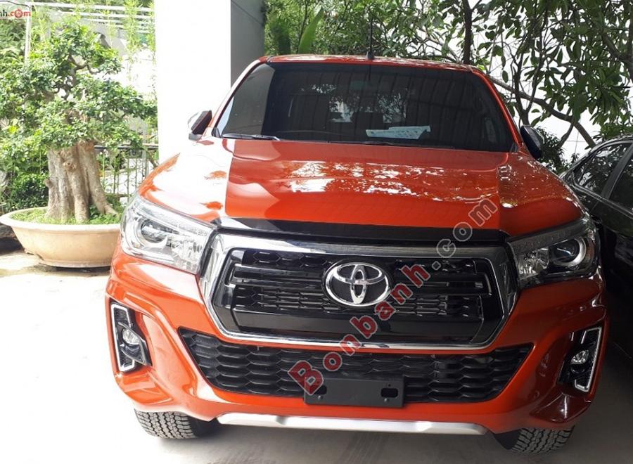 Đầu xe Toyota Hilux 2020