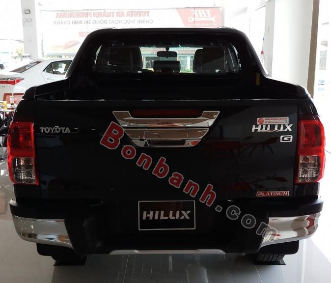 Đuôi xe Toyota Hilux 2020