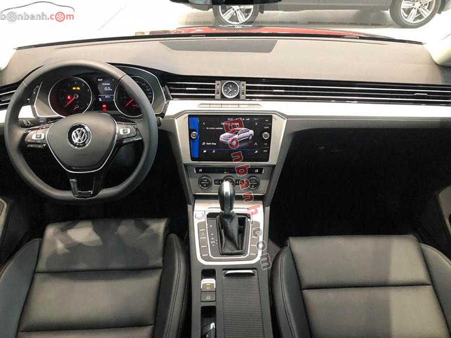 Khoang lái xe Volkswagen Passat 2020