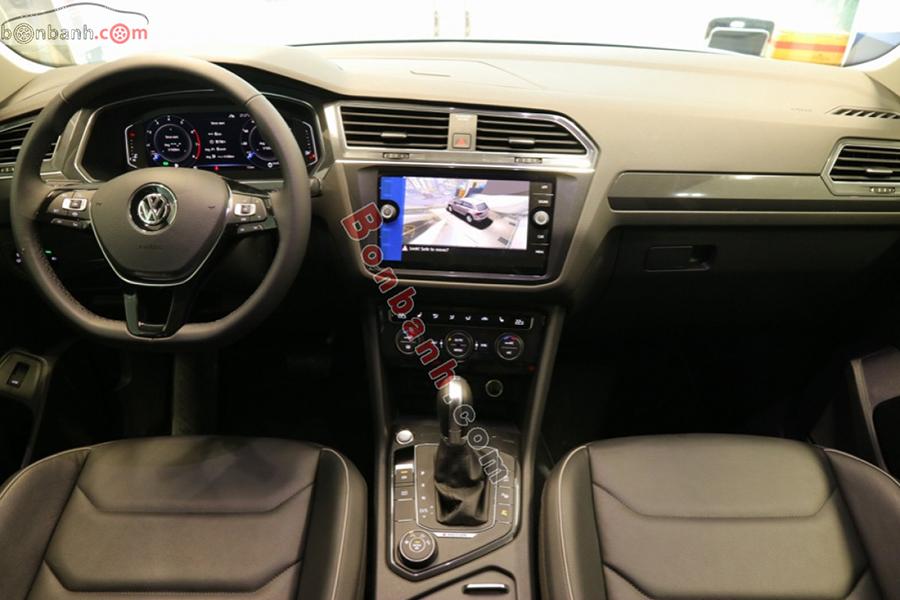 Khoang lái Volkswagen Tiguan 2020