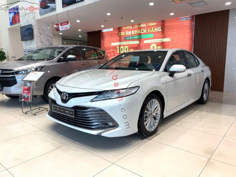 Hình ảnh xe Toyota Camry 2021 màu trắng tại Việt Nam