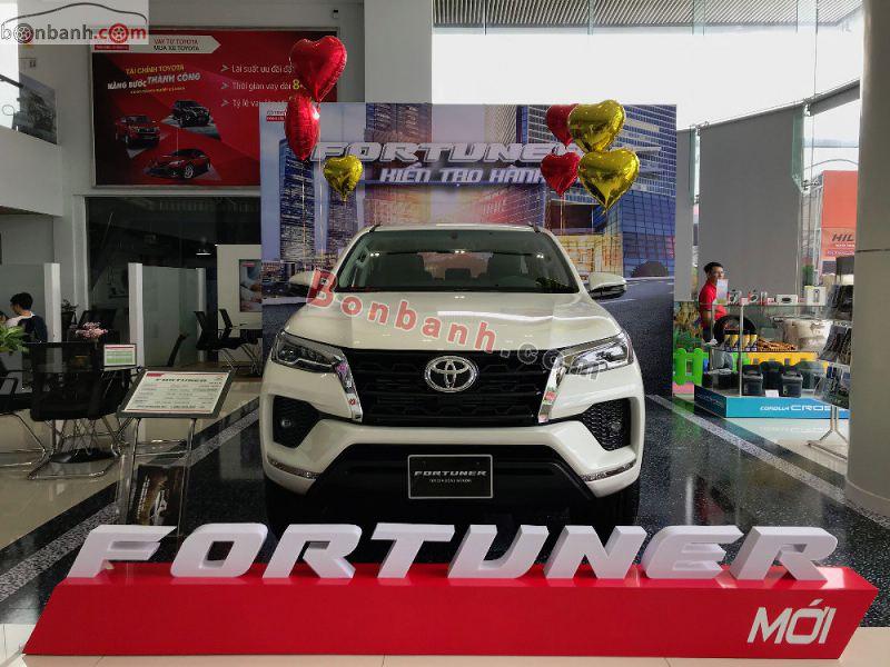 Hình ảnh xe Toyota Fortuner 2021 màu trắng tại Việt Nam
