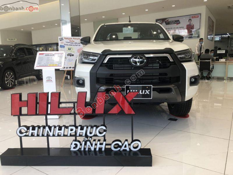 Hình ảnh xe Toyota Hilux 2021 màu trắng tại Việt Nam