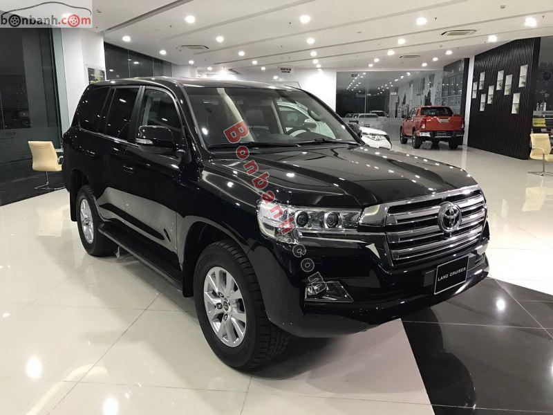 Hình ảnh xe Toyota LandCruiser 2021 màu đen tại Việt Nam